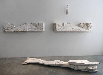 2014, Kiefer, bemalt 33 x 256 x 28 cm